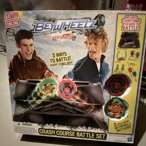 BeyWheelz - crash course battle set. Beyblades NEW